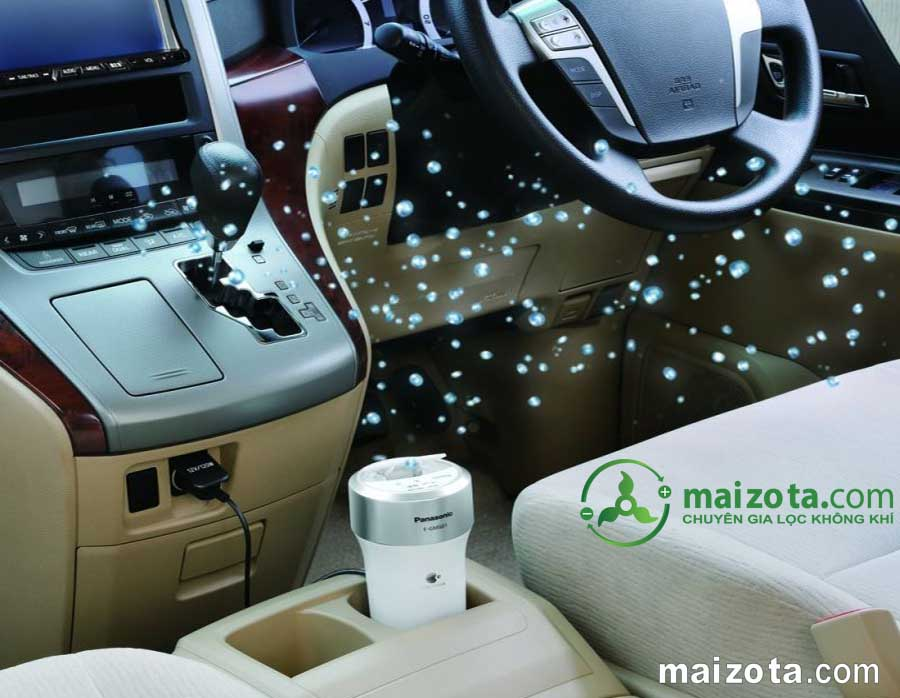 Máy lọc không khí khử mùi trên ô tô Panasonic F-GMK01-W